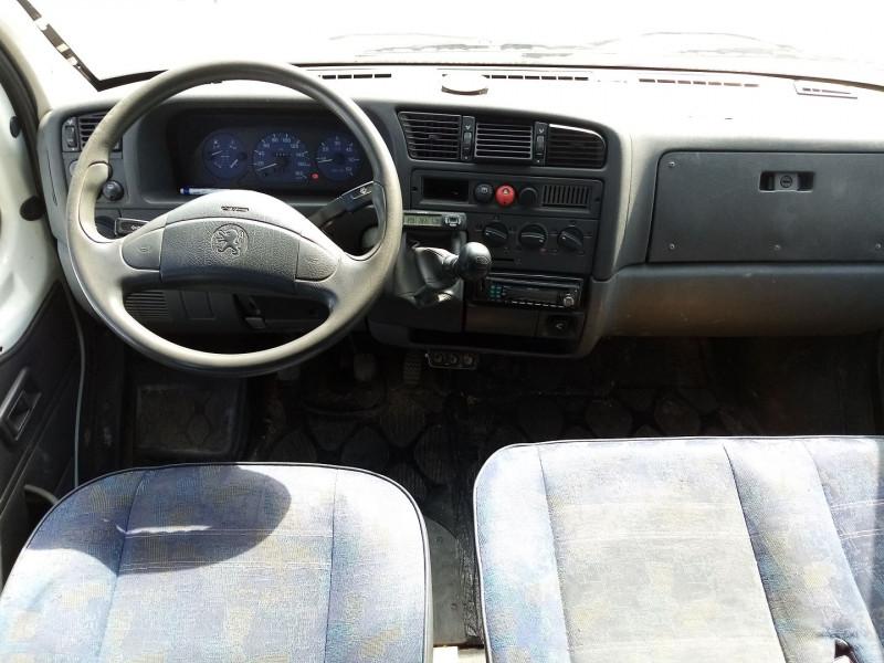 Photo 3 de l'offre de PEUGEOT BOXER HDI  2.L 85 COMBI 290C 9 PLACES à 4500€ chez Automobile nimois