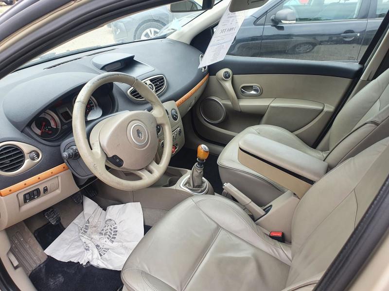 Photo 4 de l'offre de RENAULT CLIO III DCI 105CH  1.5L  INITIALE 5 PORTES à 3990€ chez Automobile nimois