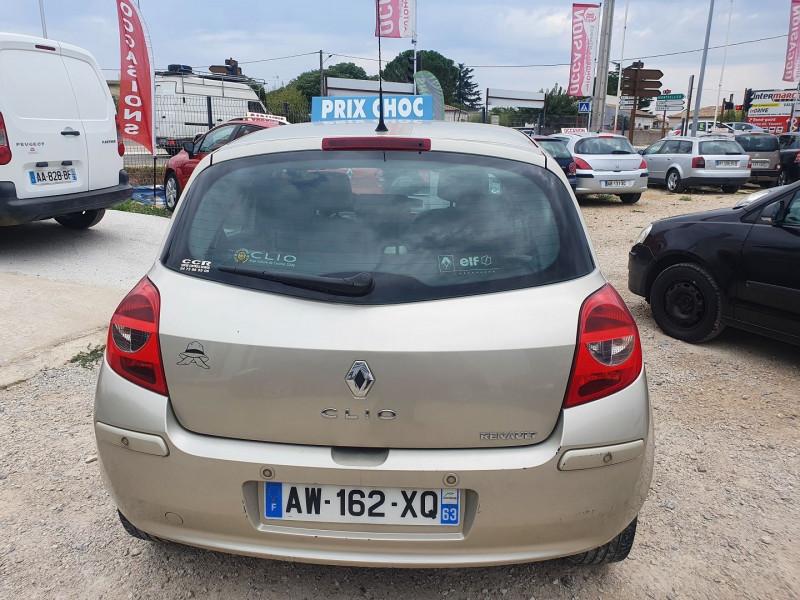 Photo 6 de l'offre de RENAULT CLIO III DCI 105CH  1.5L  INITIALE 5 PORTES à 3990€ chez Automobile nimois