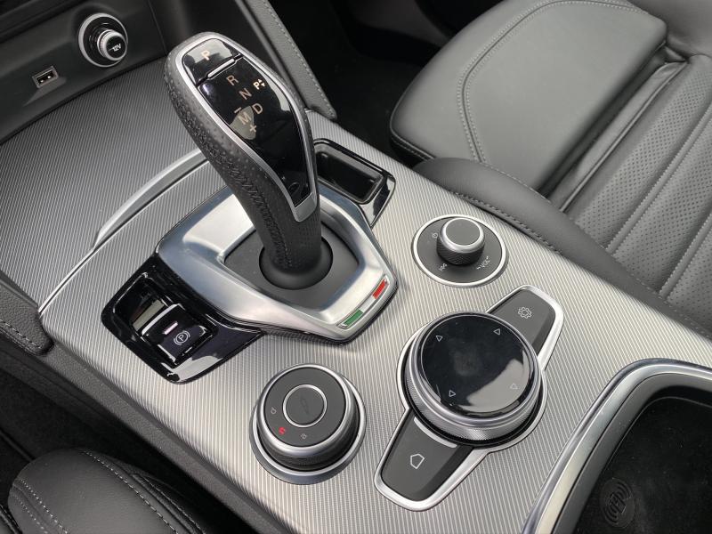 Photo 11 de l'offre de ALFA ROMEO Stelvio 2.2 Diesel 210ch Veloce Q4 AT8 MY20 à 55900€ chez Cap-Sud Automobiles - Quimper