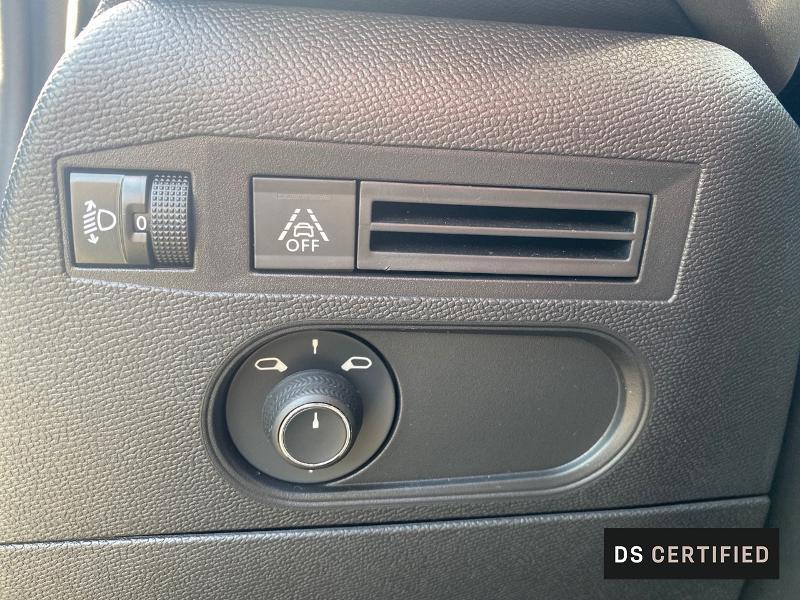 Photo 12 de l'offre de DS DS 3 Crossback BlueHDi 130ch So Chic Automatique 7cv à 32500€ chez MURET - Citroën, DS Automobiles, VO toutes marques