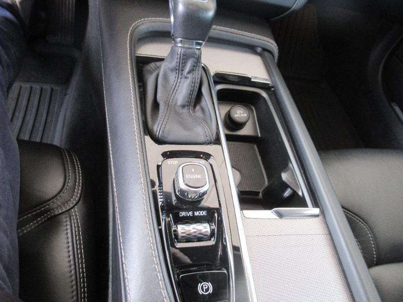 Photo 15 de l'offre de VOLVO V90 D5 AWD 235ch Inscription Geartronic à 34950€ chez Citroën Côte Basque / DS STORE Côte Basque