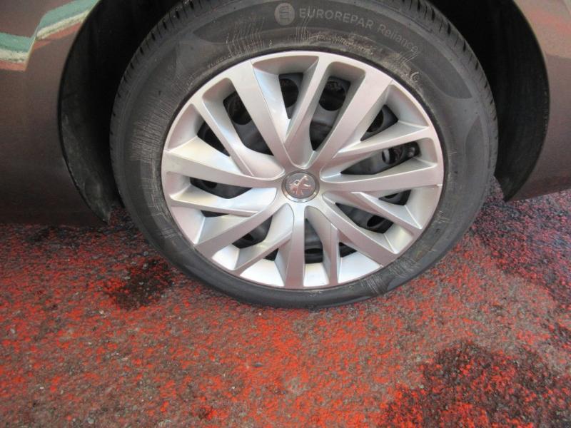 Photo 12 de l'offre de PEUGEOT 308 SW 1.5 HDI 130 BVM6 BUSINESS LINE BLUE à 16950€ chez Citroën Côte Basque / DS STORE Côte Basque