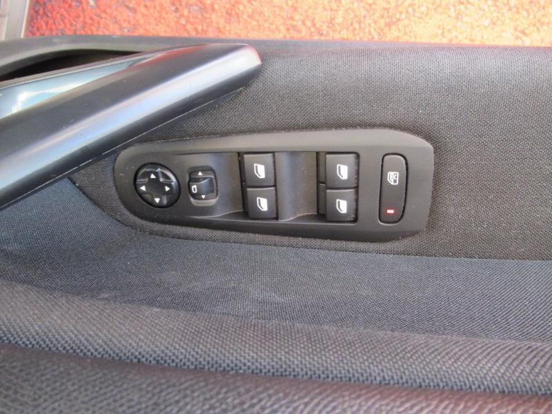 Photo 15 de l'offre de PEUGEOT 308 SW 1.5 HDI 130 BVM6 BUSINESS LINE BLUE à 16950€ chez Citroën Côte Basque / DS STORE Côte Basque