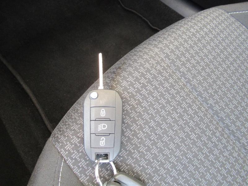 Photo 19 de l'offre de PEUGEOT 308 SW 1.5 HDI 130 BVM6 BUSINESS LINE BLUE à 16950€ chez Citroën Côte Basque / DS STORE Côte Basque