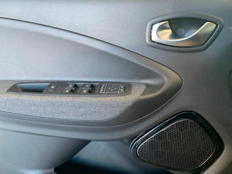 Photo 8 de l'offre de RENAULT Zoe Intens charge normale R110 à 19990€ chez Cotten Autos avenue de la gare