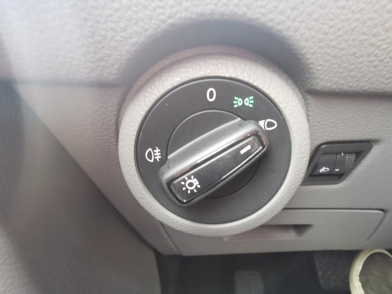 Photo 12 de l'offre de VOLKSWAGEN Caravelle T6.1 2.0 TDI 150 DSG7 BlueMotion Technology Confortline Long à 39990€ chez Cotten Autos avenue de la gare