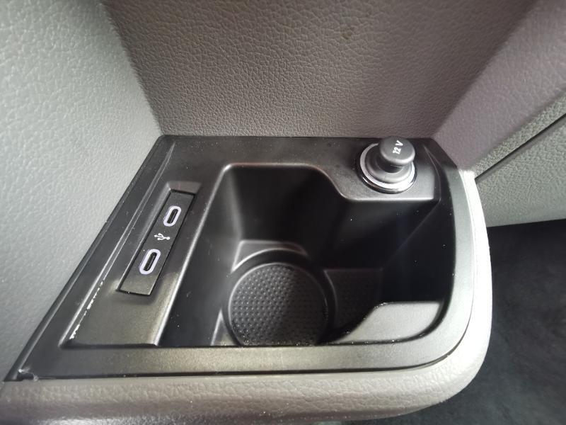 Photo 20 de l'offre de VOLKSWAGEN Caravelle T6.1 2.0 TDI 150 DSG7 BlueMotion Technology Confortline Long à 39990€ chez Cotten Autos avenue de la gare