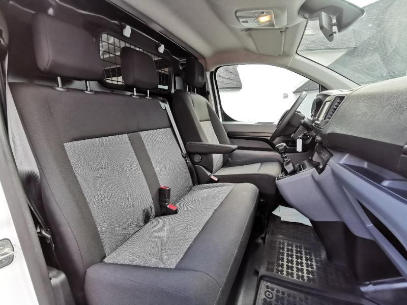 Photo 10 de l'offre de PEUGEOT Expert M 1.6 BlueHDi 115 Premium Pack HAYON VITRE à 22390€ chez Cotten Autos avenue de la gare