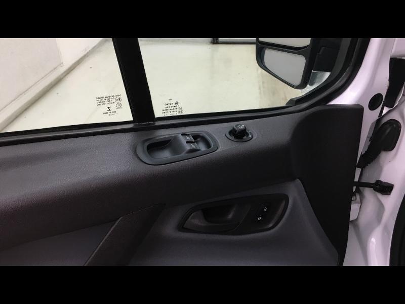 Photo 12 de l'offre de FORD Transit Custom Kombi 310 L2H1 2.2 TDCi 100 Ambiente à 25990€ chez Cotten Autos avenue de la gare