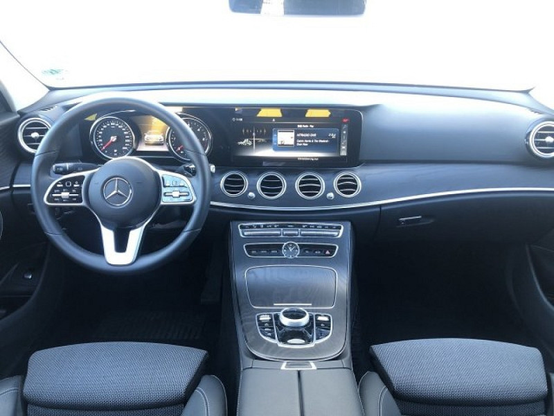Photo 8 de l'offre de MERCEDES-BENZ CLASSE E (W213) 220 D 194CH AVANTGARDE LINE 9G-TRONIC EURO6D-T-EVAP-ISC à 38000€ chez YM Automobiles