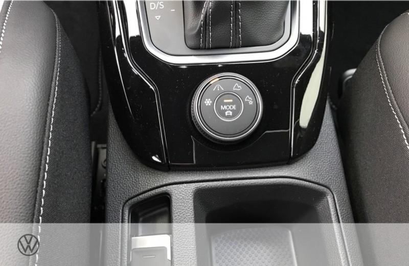 Photo 16 de l'offre de VOLKSWAGEN T-ROC 2.0 TSI 300CH R 4MOTION DSG7 EURO6D-T à 47465€ chez YM Automobiles
