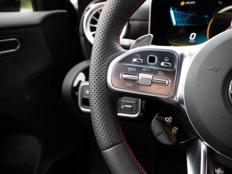 Photo 3 de l'offre de MERCEDES-BENZ CLASSE A BERLINE 35 AMG 306CH 4MATIC 7G-DCT SPEEDSHIFT AMG à 56000€ chez YM Automobiles