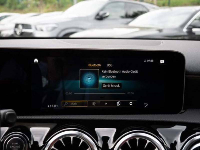 Photo 11 de l'offre de MERCEDES-BENZ CLASSE A BERLINE 35 AMG 306CH 4MATIC 7G-DCT SPEEDSHIFT AMG à 56000€ chez YM Automobiles