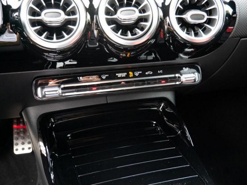 Photo 6 de l'offre de MERCEDES-BENZ CLASSE A BERLINE 35 AMG 306CH 4MATIC 7G-DCT SPEEDSHIFT AMG à 56000€ chez YM Automobiles