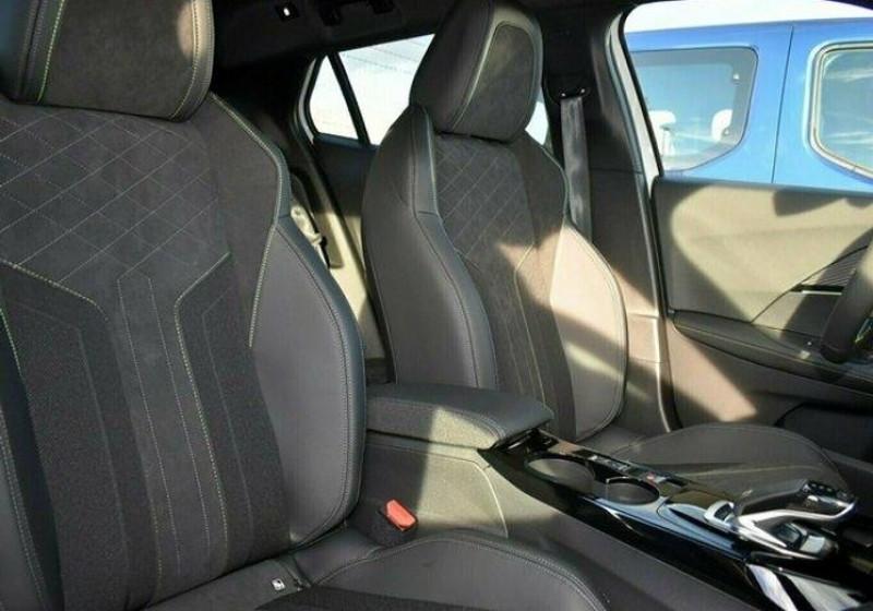 Photo 4 de l'offre de PEUGEOT 2008 1.2 PURETECH 155CH S&S GT EAT8 à 31000€ chez YM Automobiles