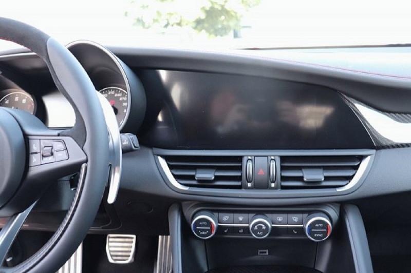 Photo 9 de l'offre de ALFA ROMEO GIULIA 2.9 V6 510CH QUADRIFOGLIO AT8 MY19 à 90500€ chez YM Automobiles
