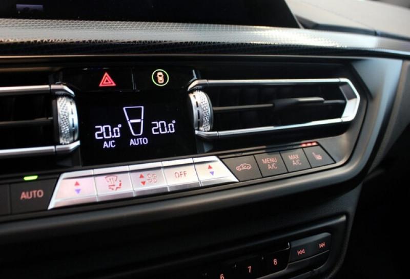 Photo 18 de l'offre de BMW SERIE 1 (F40) 118IA 140CH M SPORT DKG7 à 42000€ chez YM Automobiles