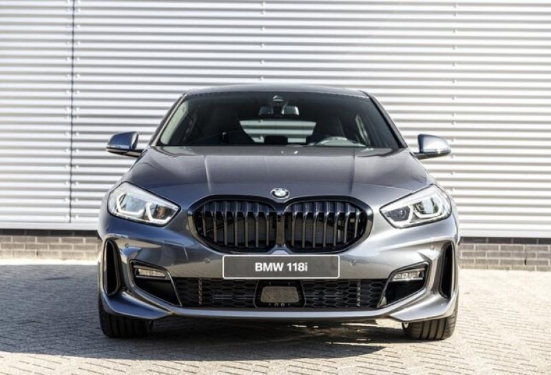 Photo 5 de l'offre de BMW SERIE 1 (F40) 118IA 140CH M SPORT DKG7 à 42000€ chez YM Automobiles