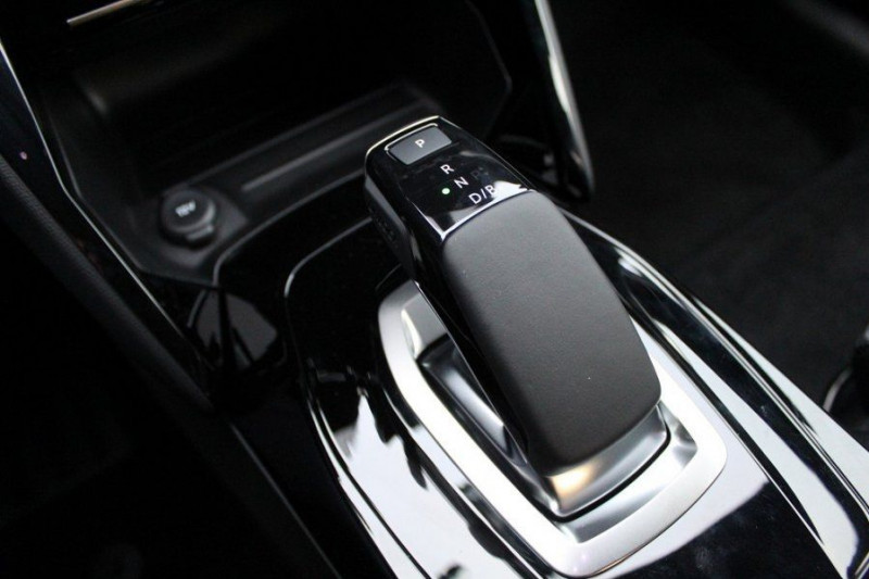Photo 15 de l'offre de PEUGEOT 208 E-208 136CH GT LINE à 35000€ chez YM Automobiles