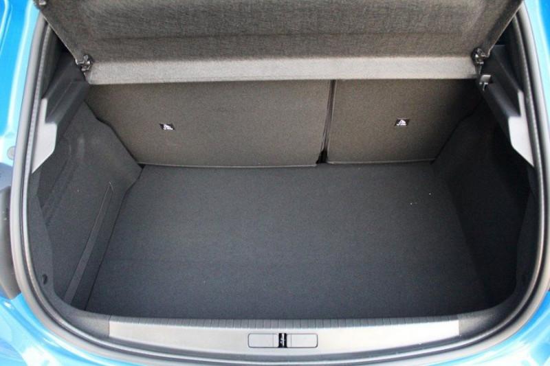 Photo 7 de l'offre de PEUGEOT 208 E-208 136CH GT LINE à 35000€ chez YM Automobiles