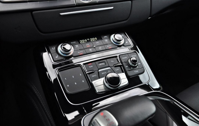 Photo 17 de l'offre de AUDI S8 4.0 V8 TFSI 605CH PLUS QUATTRO TIPTRONIC à 70500€ chez YM Automobiles