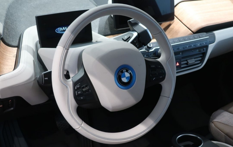 Photo 16 de l'offre de BMW I3 (I01) S 184CH 120AH ILIFE LODGE à 43500€ chez YM Automobiles