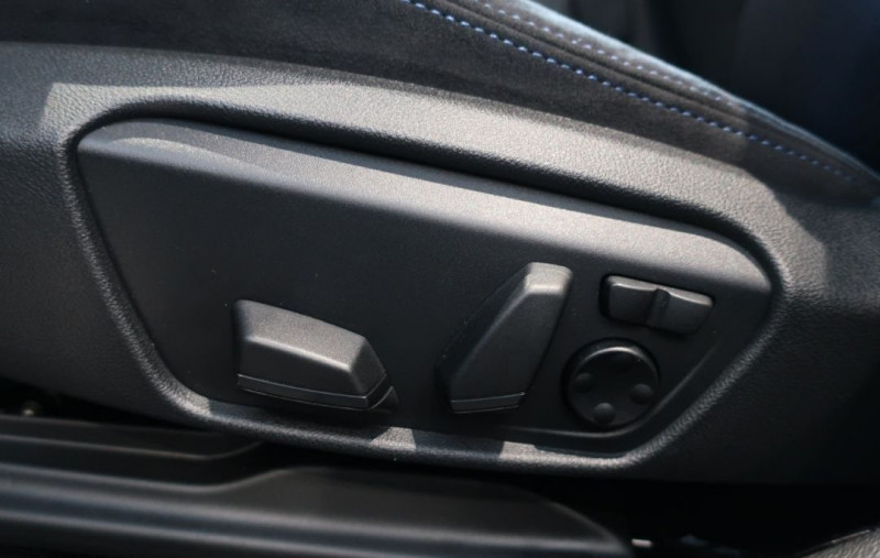 Photo 11 de l'offre de BMW SERIE 1 (F40) 120DA XDRIVE 190CH M SPORT à 43500€ chez YM Automobiles