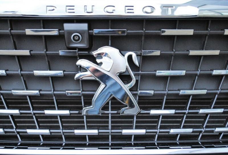 Photo 3 de l'offre de PEUGEOT 5008 1.2 PURETECH 130CH S&S ALLURE EAT8 à 31780€ chez YM Automobiles