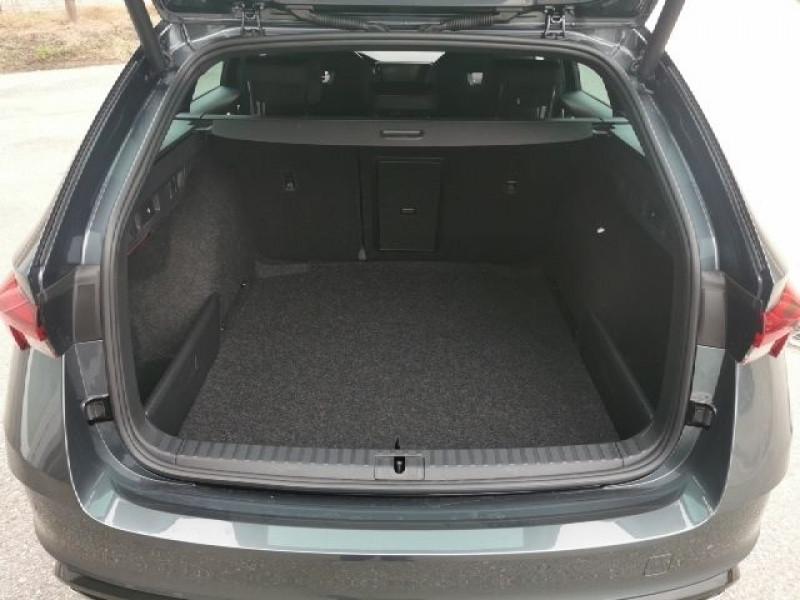 Photo 8 de l'offre de SKODA OCTAVIA BREAK 2.0 TSI 245CH RS DSG7 EURO6D-T EVAP à 38500€ chez YM Automobiles