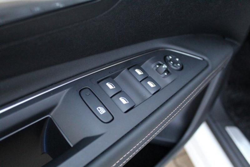 Photo 16 de l'offre de PEUGEOT 5008 1.6 PURETECH 180CH S&S GT EAT8 à 41000€ chez YM Automobiles