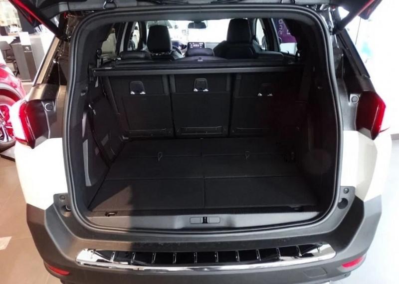 Photo 8 de l'offre de PEUGEOT 5008 2.0 BLUEHDI 180CH S&S GT EAT8 à 37920€ chez YM Automobiles