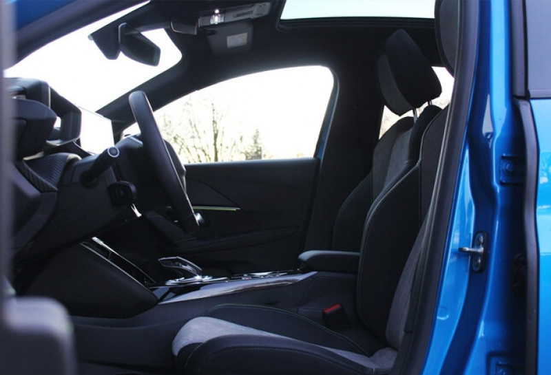 Photo 10 de l'offre de PEUGEOT 208 E-208 136CH GT à 33000€ chez YM Automobiles