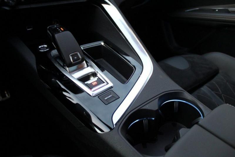 Photo 15 de l'offre de PEUGEOT 5008 1.6 PURETECH 180CH S&S GT EAT8 à 41000€ chez YM Automobiles