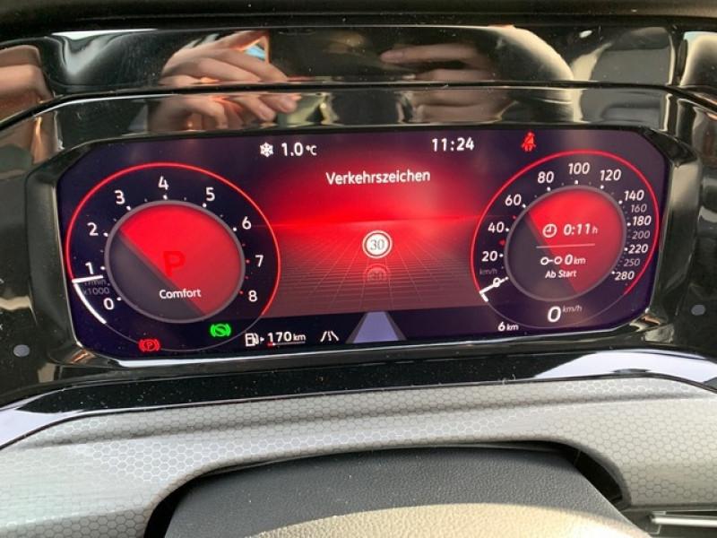 Photo 7 de l'offre de VOLKSWAGEN GOLF VIII 2.0 TSI 245CH GTI DSG7 à 43500€ chez YM Automobiles