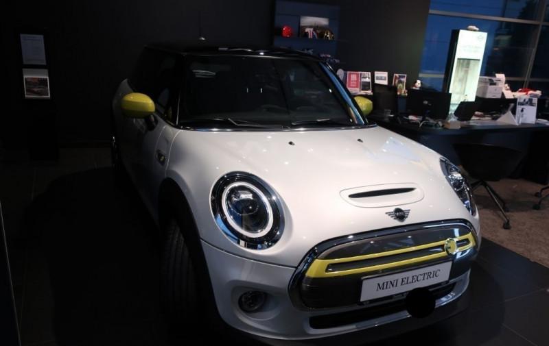 Photo 2 de l'offre de MINI MINI COOPER SE 184CH EDITION GREENWICH BVA à 33500€ chez YM Automobiles