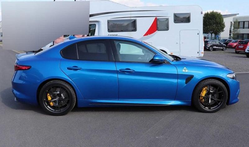 Photo 2 de l'offre de ALFA ROMEO GIULIA 2.9 V6 510CH QUADRIFOGLIO AT8 MY19 à 90500€ chez YM Automobiles