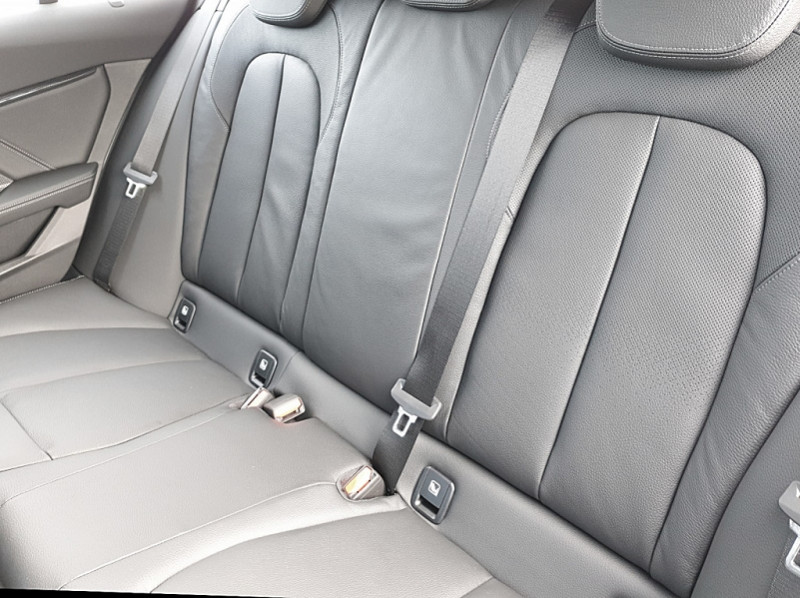 Photo 9 de l'offre de BMW SERIE 1 (F40) 118I 140CH EDITION SPORT à 29800€ chez YM Automobiles