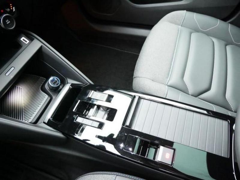 Photo 13 de l'offre de CITROEN C4 PURETECH 130CH S&S SHINE EAT8 à 27000€ chez YM Automobiles