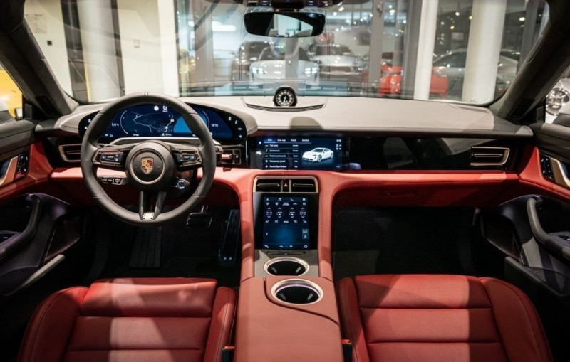 Photo 10 de l'offre de PORSCHE TAYCAN 571CH 4S AVEC BATTERIE PERFORMANCE PLUS à 150000€ chez YM Automobiles
