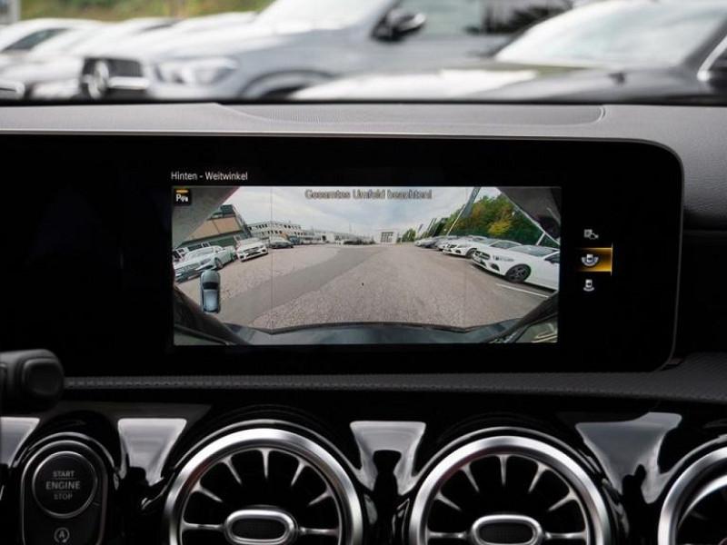 Photo 7 de l'offre de MERCEDES-BENZ CLASSE A BERLINE 35 AMG 306CH 4MATIC 7G-DCT SPEEDSHIFT AMG à 56000€ chez YM Automobiles