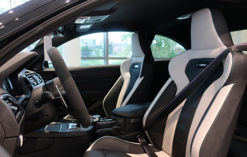 Photo 6 de l'offre de BMW M2 COUPE (F87) 3.0 410CH COMPETITION M DKG 29CV à 97000€ chez YM Automobiles