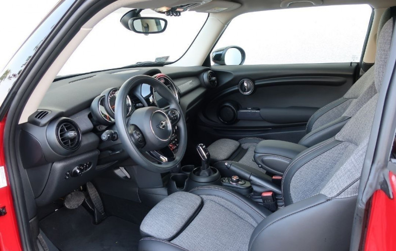 Photo 12 de l'offre de MINI MINI COOPER 136CH CHILI BVA7 109G à 24500€ chez YM Automobiles