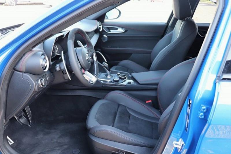 Photo 6 de l'offre de ALFA ROMEO GIULIA 2.9 V6 510CH QUADRIFOGLIO AT8 MY19 à 90500€ chez YM Automobiles