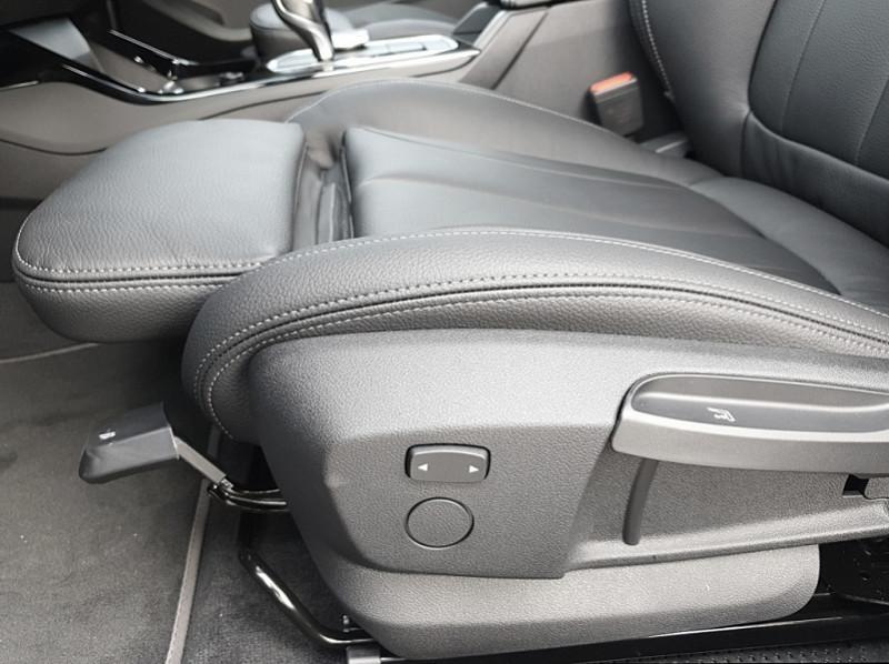 Photo 11 de l'offre de BMW SERIE 1 (F40) 118I 140CH EDITION SPORT à 29800€ chez YM Automobiles