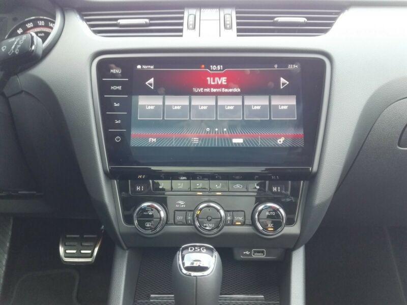 Photo 10 de l'offre de SKODA OCTAVIA BREAK 2.0 TSI 245CH RS DSG7 EURO6D-T EVAP à 35100€ chez YM Automobiles