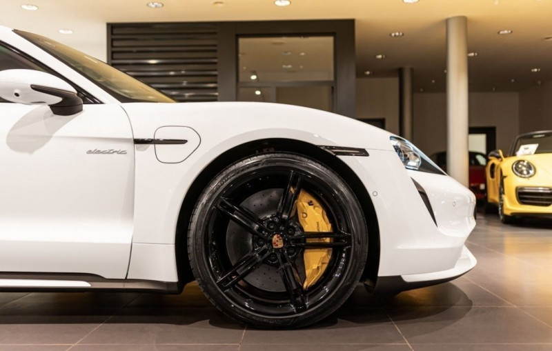 Photo 7 de l'offre de PORSCHE TAYCAN 571CH 4S AVEC BATTERIE PERFORMANCE PLUS à 150000€ chez YM Automobiles