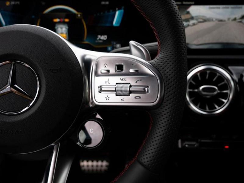 Photo 4 de l'offre de MERCEDES-BENZ CLASSE A BERLINE 35 AMG 306CH 4MATIC 7G-DCT SPEEDSHIFT AMG à 56000€ chez YM Automobiles