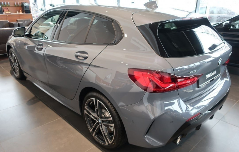 Photo 2 de l'offre de BMW SERIE 1 (F40) 120DA XDRIVE 190CH M SPORT à 43500€ chez YM Automobiles