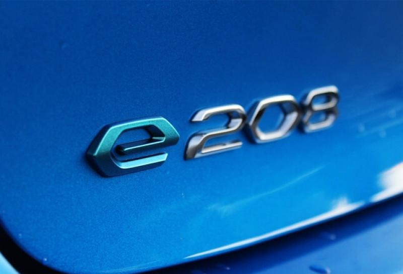 Photo 8 de l'offre de PEUGEOT 208 E-208 136CH GT à 33000€ chez YM Automobiles
